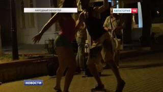 Пара танцует на улице Евпатории(На почту редакции снова пришло видео от нашего постоянного народного репортера Максима Кузнецова., 2016-08-17T13:55:00.000Z)