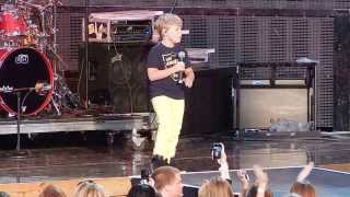 """Baylee Littrell singing """"I Want You Back"""" in Cleveland"""