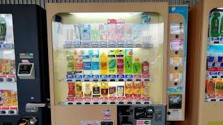 飲料もお菓子も買える大塚製薬の自販機 相鉄いずみ野線ゆめが丘駅改札外にて