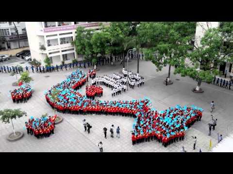 Bài hát nối vòng tay lớn của học sinh trường PHC