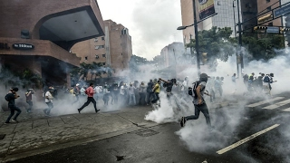 Venezuela  Teenager protestor dies as political unrest continues