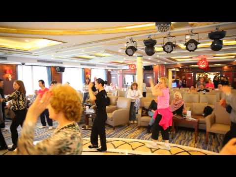 Dancing class on Yangtze Gold 8 - Vacances Sinorama Voyages Travel Holidays