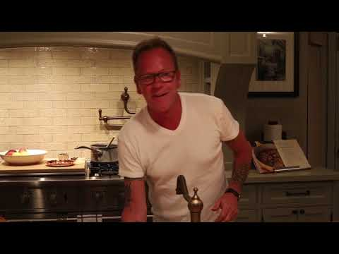 Kiefer Sutherland cooks Chicken & Stuffing