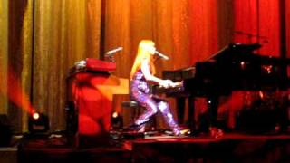 """Tori Amos Big Wheel - """"Get the fuck out of my show"""" - Dances & Kicks Out Cop - Charlotte, NC"""