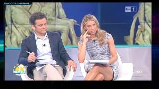 Mia Ceran   Favolosa in Minigonna   Uno Mattina Estate   07 07 15
