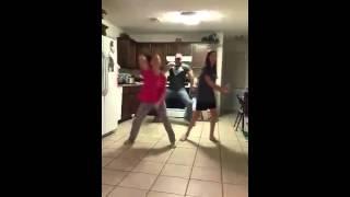 Танцуют папы с дочками