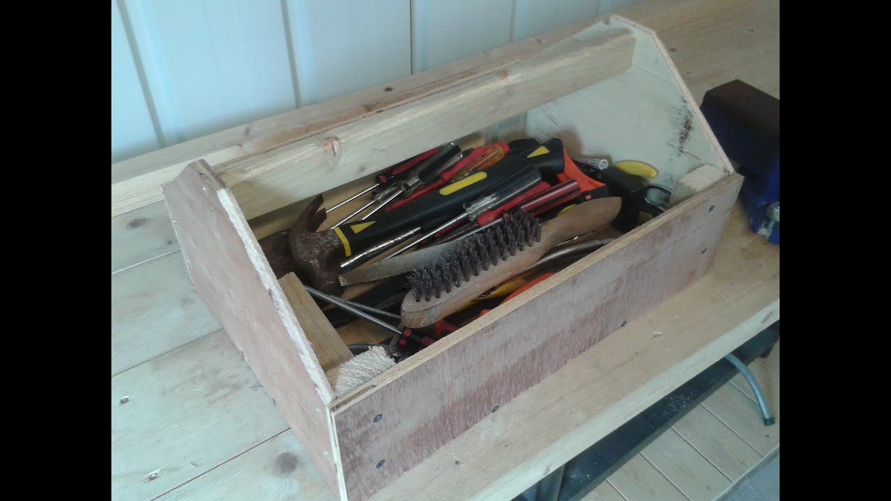 Make A Toolbox From Scrap And Pallet Wood