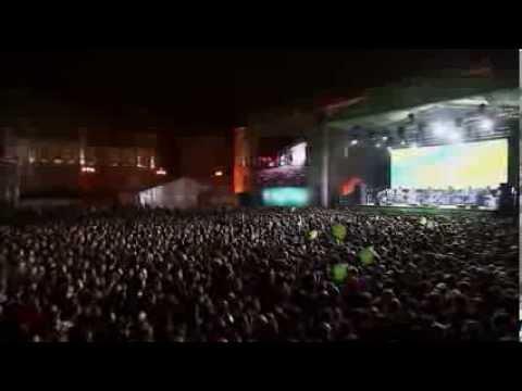 Флешмоб. Мегафону 20 лет. Дворцовая площадь, Санкт-Петербург, 21 сентября 2013