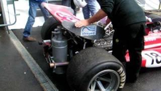 Démarrage d'un V8 de F1 charade