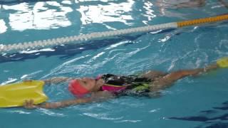 Тренировка по плаванию для начинающих.