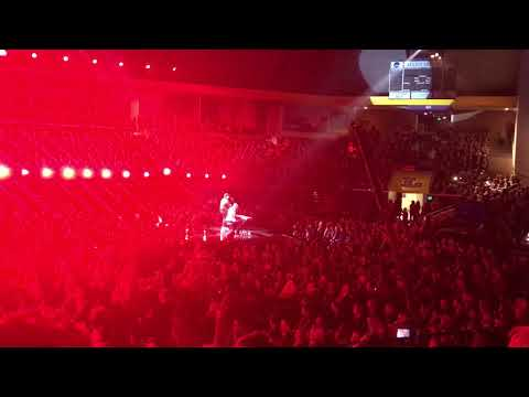 Micah Tyler sings Never Been A Moment at the 2017 Dove Awards