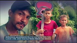 Irmãos abandonados pelo pai cantam na feira para ajudar a mãe
