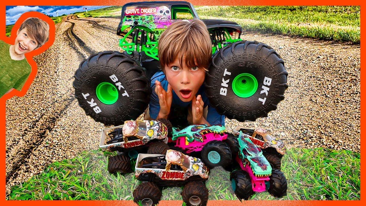 Rc Grave Digger Monster Truck Zombie Crushing Youtube
