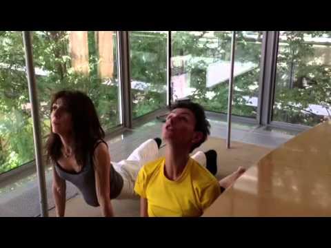 Yoga - La posizione del cane a testa in giù e a testa in su