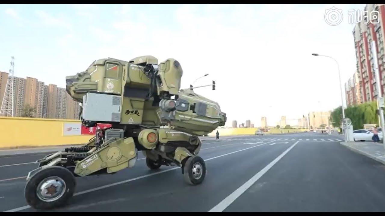 الشرطة الصينية توقف روبوتا عملاقا يجوب الشوارع