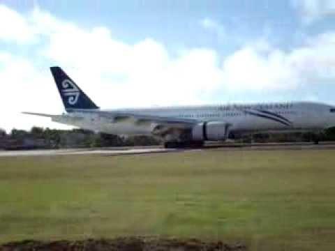 Boeing 777 landing [Rarotonga]