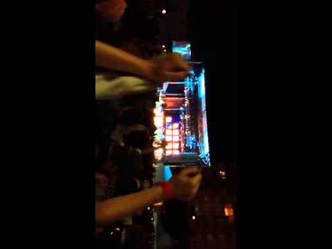 Journey Don't Stop Believin' Ruined by Fan Karaoke!
