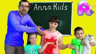 Дети играют в школу - Витя и кошечка Мася