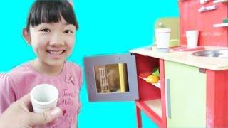 ★「木のキッチンでおままごと!」 in ビッグバン★In the kitchen of wood play house★ thumbnail