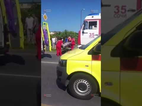 В Сочи автобус с туристами попал в ДТП: подробности