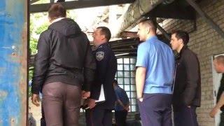 Изъятие в Херсоне арестованной контрабанды(В Херсоне сотрудники ГФС проводят операцию по изъятию орехов весом 160 тонн. Сегодня в Херсоне сотрудники..., 2016-05-11T17:16:00.000Z)