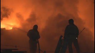 Лодочный сервисный центр сгорел в Хабаровске.MestoproTV(В Железнодорожном районе ранним утром субботы сгорело здание сервисного центра компании «Посейдон», сообщ..., 2016-01-18T23:48:59.000Z)