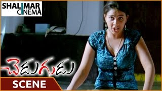 Chedugudu Movie || Venkata Giridhar.V Disturbing Swetha || Jayanth, Swetha || Shalimarcinema
