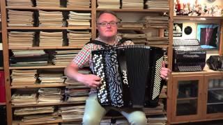 Nattlig serenad till Sofia kyrka performed by Håkan Widar