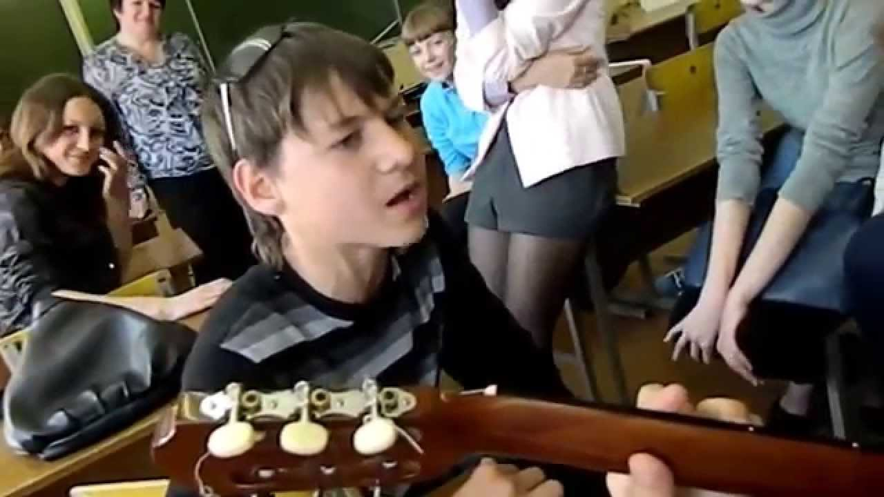 Чётко зачитал рэп в школе