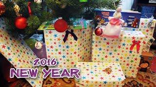 Подарки Деда Мороза открываем под Новогодней елкой игрушки Unboxing New Year presents