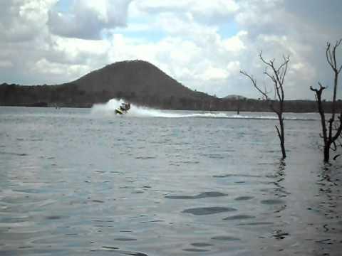 jet-ski no lago serra da mesa niquelãndia