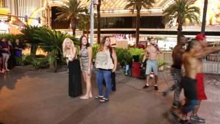 Лас Вегас ночью. Уличное шоу. Las Vegas at night. Street's show.
