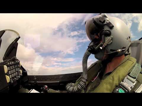 F-16 Passerer Storebæltsbroen