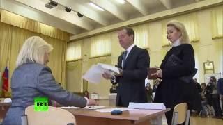 Медведев проголосовал на выборах в Госдуму