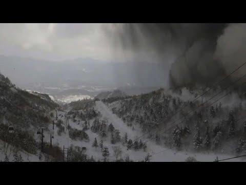 قتيل في انهيار جليدي عقب ثورة بركان في منتجع باليابان  - نشر قبل 29 دقيقة