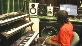Donovan (DeaCea) Capron Gospel Producer makes a quick Gospel track for artist (praise)