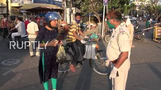 India: Police use sticks against locals to enforce coronavirus measures in busy market