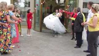 Свадьба: на руках из загса