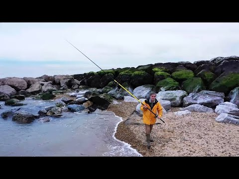 Daiwa Sandstorm  1422M Review. A Great Beach Rod And Extraordinarily Good Value For Money.