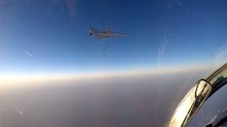 Сосредоточенный авиаудар Ту-22М3 по объектам ИГИЛ близ города Ракка(11 августа 2016 г. шесть дальних бомбардировщиков Ту-22М3, взлетевшие с аэродрома базирования на территории..., 2016-08-11T12:47:26.000Z)