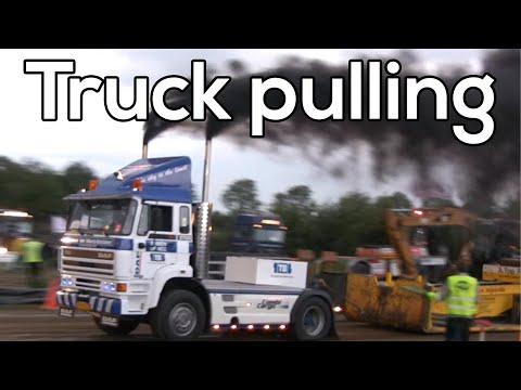 Truckpulling - Streekdagen Almkerk: Truckpulling during the 25th Streekdagen in Almkerk 2009