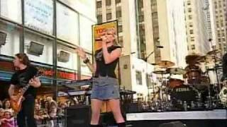 Hilary Duff - Break My Heart Live at Today Show 18-08-05