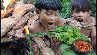 Primitive Technology - Awesome cooking pork rib on a rock - Eating delicious
