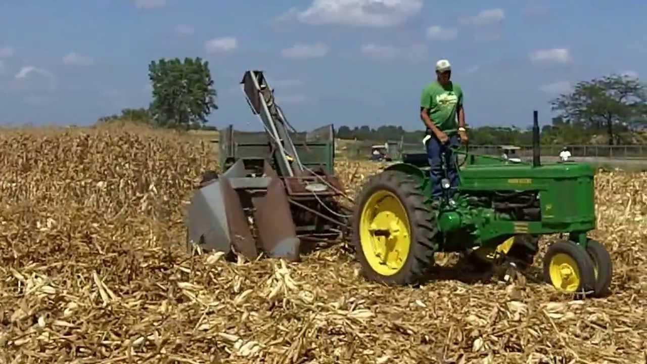 Cartoon Tractor Corn Picker : John deere picking ear corn youtube