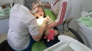 Страшное лечение у стоматолога! Укол в десну! Очень больно! Даша плачет от боли.#видео_для_детей