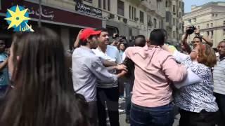 أنصار مبارك يعتدون بالضرب والشتائم علي أحد معارضيه