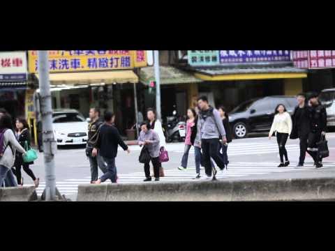 【超感人】城市暖度實測街頭實驗:你會怎麼做? (老婆婆篇)