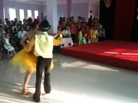 Khiêu vũ lớp 7A Trường Trưng Vương - Quảng Trị.wmv