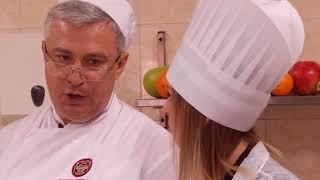 Научи, Шеф! Салат с креветками и гребешками и запеченная рулька.