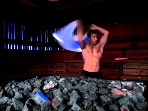 sauna aufguss weltmeister helli im 5 sterne wellnesshotel. Black Bedroom Furniture Sets. Home Design Ideas